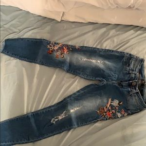 Cute embroid jeans